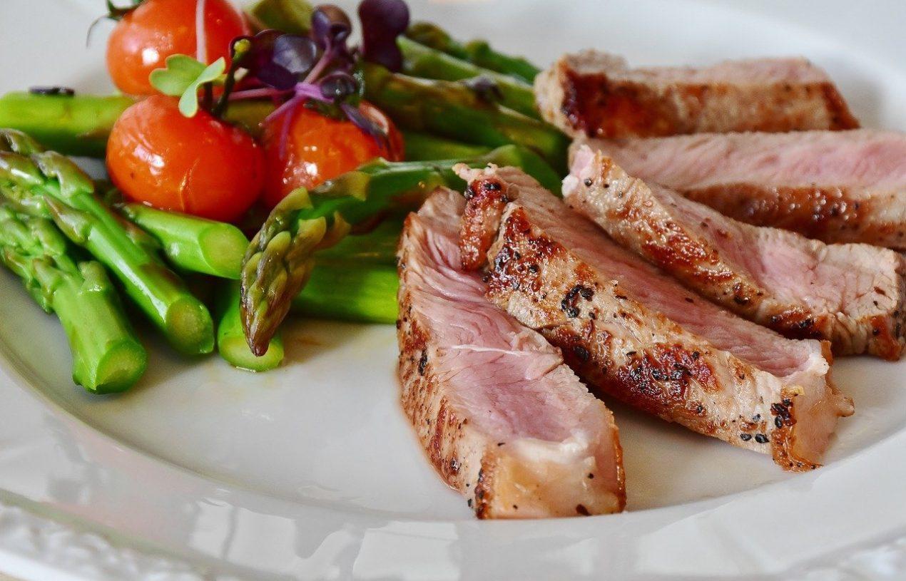 Durée de la digestion : régime carné vs régime végétarien